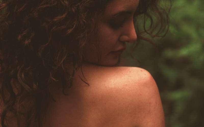 Pielęgnacja skóry z AZS – zasady i środki ostrożności